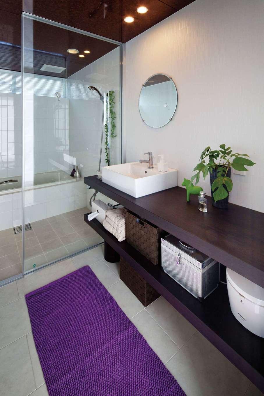 久保田建設【高級住宅、建築家、鉄骨鉄筋コンクリート構造】ホテルライクなガラス張りの浴室とサニタリー