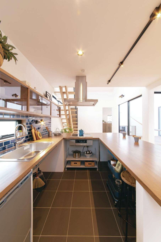 ソラマド静岡(オネストホーム)【子育て、デザイン住宅、間取り】キッチン側の床を一段下げているので、家族と視線を合わせながらの会話も楽しい