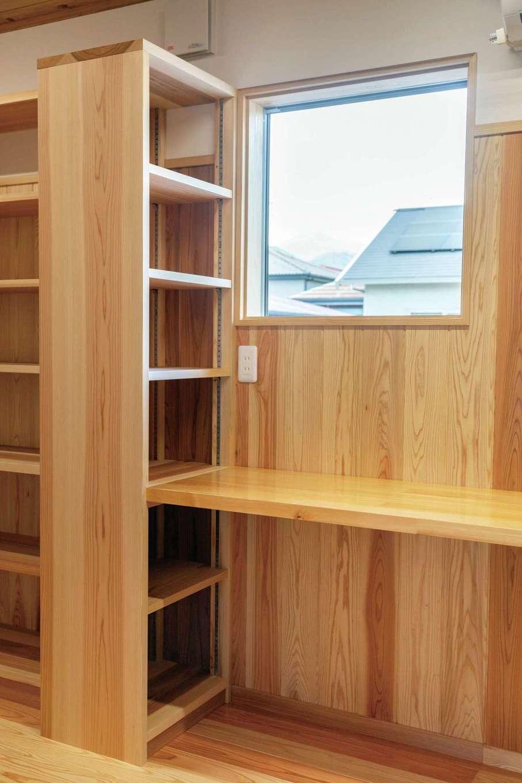 書庫内の書斎スペース