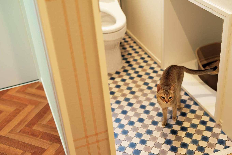 F.Bird HOUSE(袴田工務店)【輸入住宅、間取り、ガレージ】人が使うトイレの中に猫用のトイレを造作