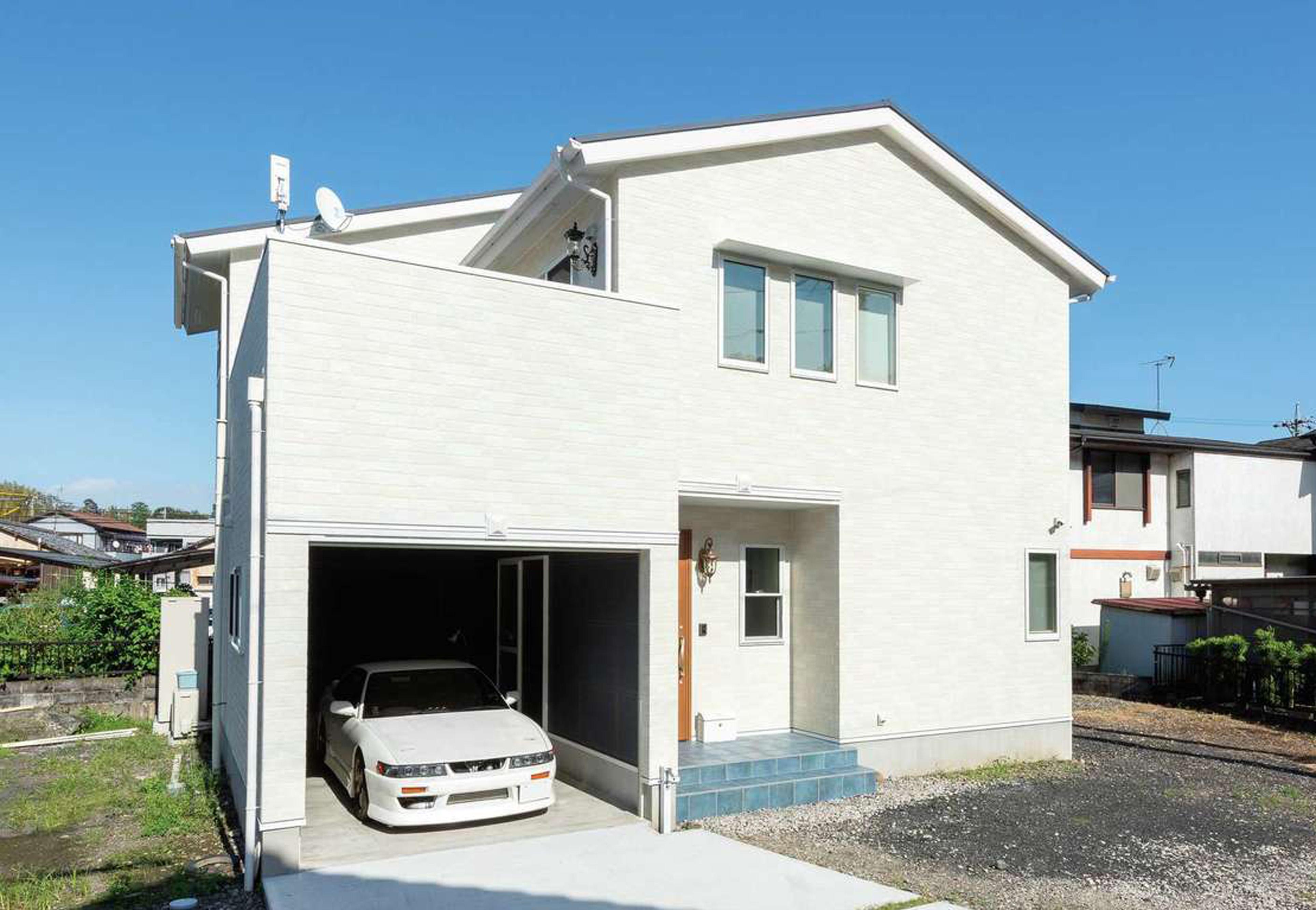 F.Bird HOUSE(袴田工務店)【輸入住宅、間取り、ガレージ】ご主人の愛車が息をひそめるインナーガレージ。もちろん室内と直結