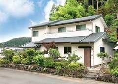 耐震×自然素材×快適動線で 二世帯が健やかに暮らせる家