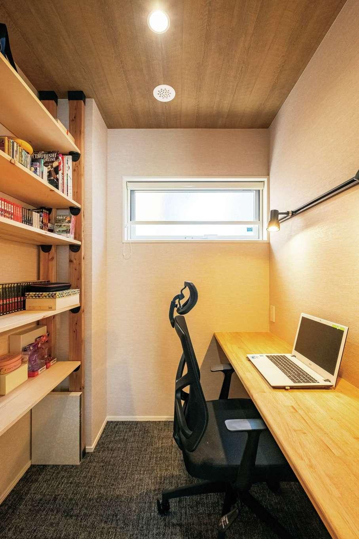 芹工務店【子育て、自然素材、間取り】ご主人の書斎にデスクを造作