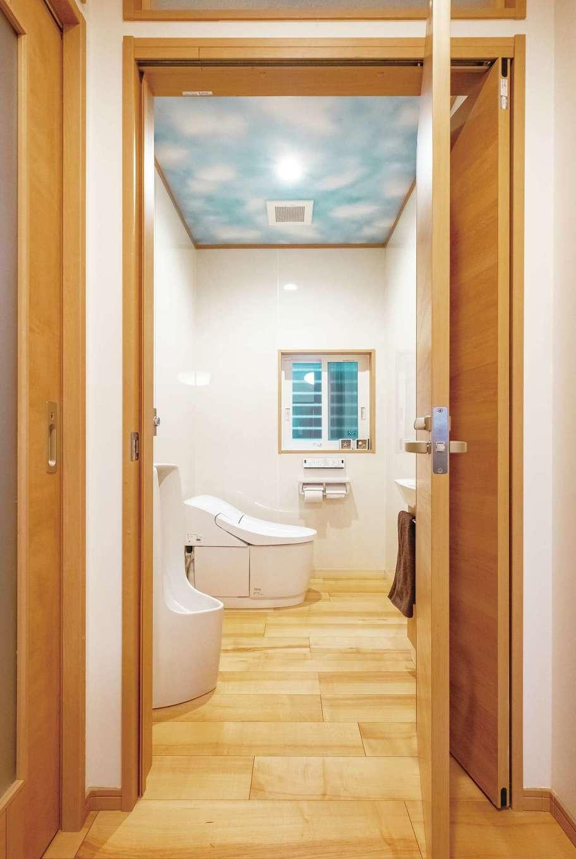 トイレは車椅子でも通れる幅と広さ。ご主人の希望で小便器も設置した