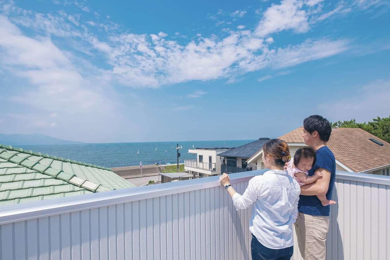 アフターホーム【趣味、屋上バルコニー、ガレージ】海はもちろん、360度の大パノラマが楽しめる屋上バルコニー。プランニング途中で広くしたのでゆったり遊べそう