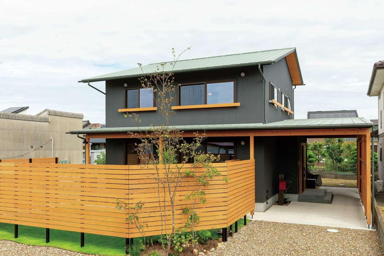 あだちの家。足立建築【収納力、間取り、インテリア】外観は100年先まで地域に残ることを見越し、地域に馴染む意匠。高耐久なガルバリウム鋼板の外壁は後年のメンテナンス費用も抑える