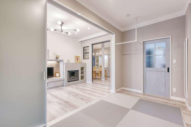 Ayami建築工房|リビングに隣接の和室は、昼寝や洗濯物をたたむ時にも重宝