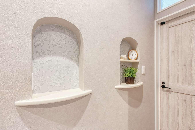 Ayami建築工房|主寝室前の廊下には小物を飾るニッチが