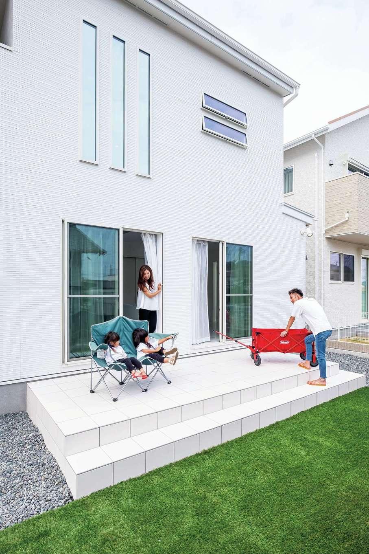 アフターホーム【デザイン住宅、子育て、インテリア】憧れのタイルデッキは子どもたちの遊び場に。これからBBQもする予定