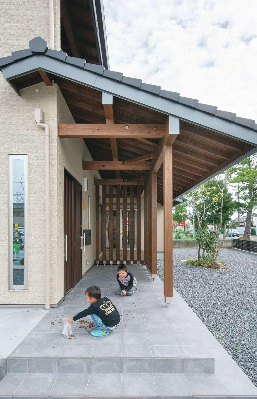 小玉建設【デザイン住宅、和風、省エネ】深い軒は外観に重厚感を与え、夏の暑い日差しを遮るメリットも