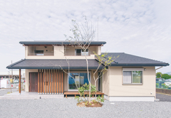 地震に強く、自然素材にくつろぐ和モダンの家