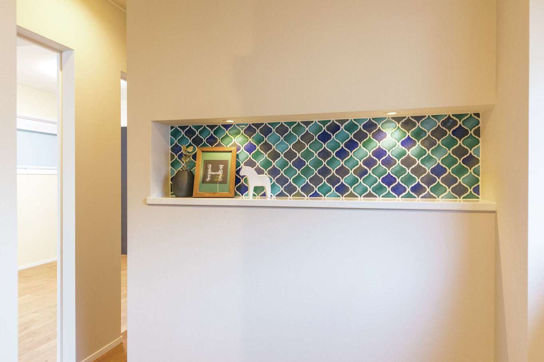 静鉄ホームズ【デザイン住宅、省エネ、間取り】モロッカンタイルを玄関ニッチのアクセントに