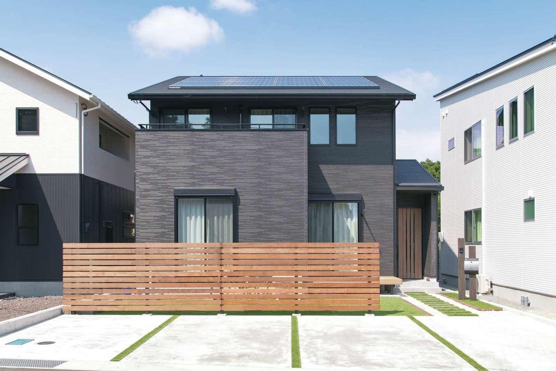 静鉄ホームズ【デザイン住宅、収納力、間取り】木製フェンスが、リビングや庭を上品に目隠し