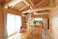 喘息も改善! 木の香あふれる「板倉構法」の家