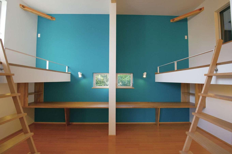 m+h(エムアンドエイチ)建築設計スタジオ【デザイン住宅、狭小住宅、建築家】子ども部屋は成長に応じて間仕切り可能。カウンターとロフトベッドを造作し、コンパクトな空間でも広く使える
