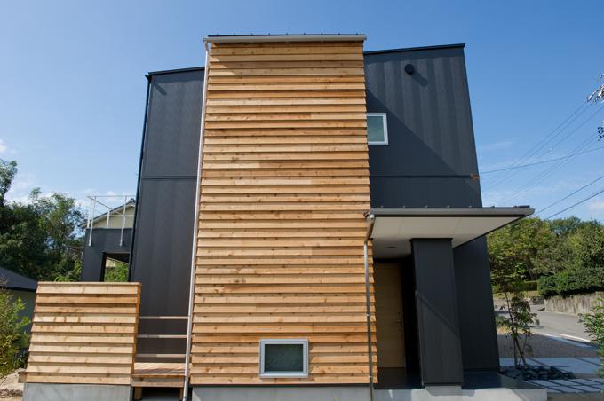 m+h(エムアンドエイチ)建築設計スタジオ【デザイン住宅、狭小住宅、建築家】外観は間横から見てもスタイリッシュに。周辺の環境なども加味して設計