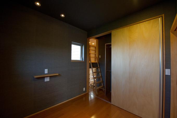 m+h(エムアンドエイチ)建築設計スタジオ【デザイン住宅、狭小住宅、建築家】書斎スペースも設置。静かな雰囲気で、落ち着いて作業が出来るよう設計