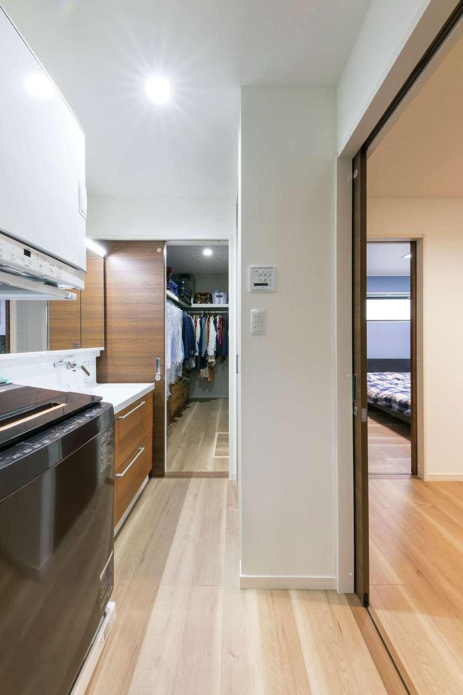 五朋建設【間取り、デザイン住宅、高級住宅】1階は玄関から寝室、クローゼット、洗面・浴室へと回遊でき、生活が便利