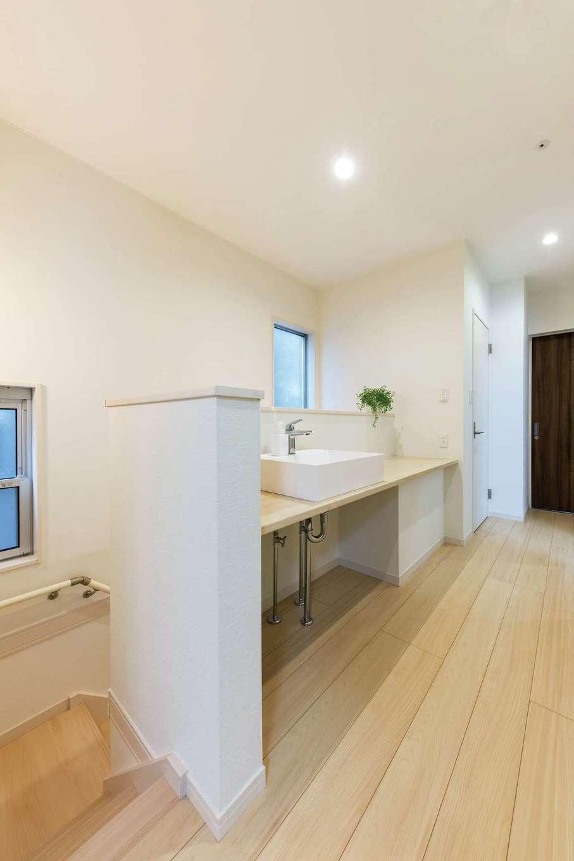 五朋建設【デザイン住宅、収納力、間取り】姉妹が同時に使える2階の洗面カウンター