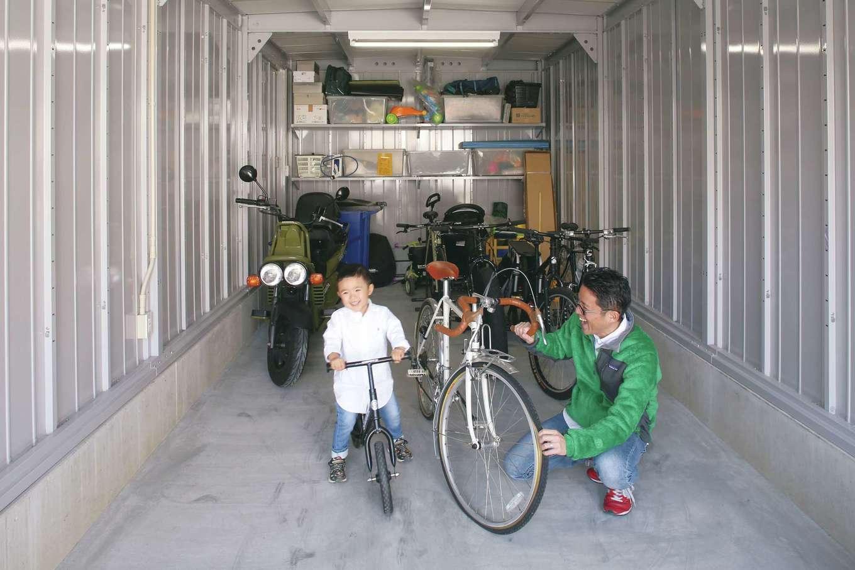 神谷綜合建設 カミヤの家【デザイン住宅、収納力、二世帯住宅】ご主人の趣味である自転車や登山の道具が入ったガレージ