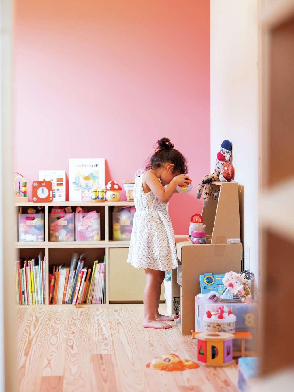 長女の部屋はピンクをアクセントカラーに