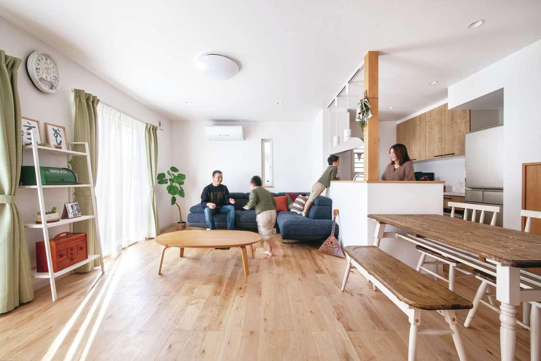 ユニバーサルホーム 浜松西店【子育て、省エネ、間取り】無垢床のLDKは地熱床システム+床暖房で冬でもぽかぽかの暖かさ