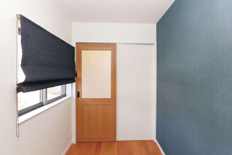 誠一建設 【デザイン住宅、省エネ、間取り】寝室の横に設けたご主人の書斎