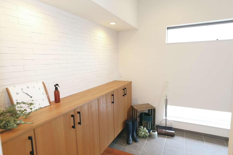 誠一建設 【デザイン住宅、省エネ、間取り】玄関はプライバシーに配慮しつつ明るさを確保