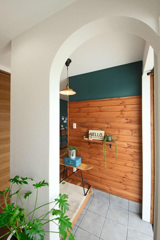 illi-to design 鳥居建設21【デザイン住宅、省エネ、インテリア】アーチの垂れ壁を造作した玄関ホール