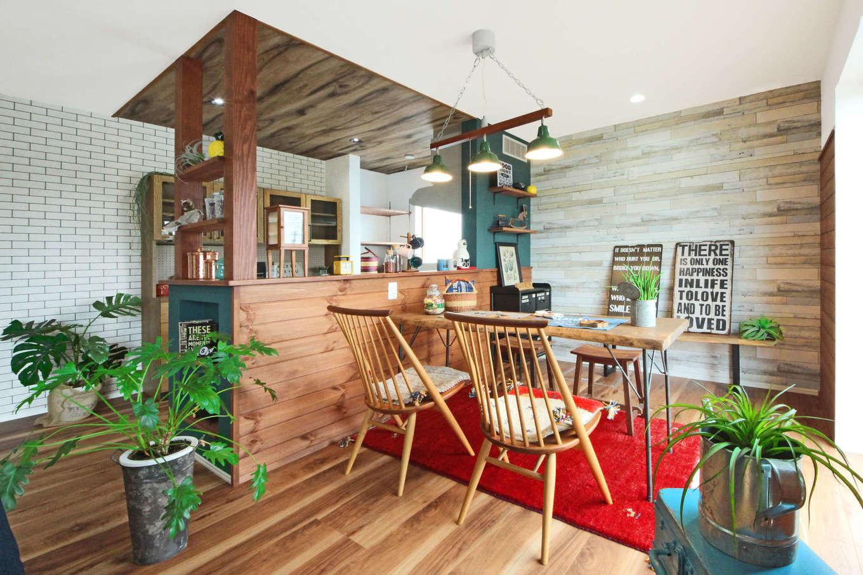 illi-to design 鳥居建設21【デザイン住宅、省エネ、インテリア】空間を鮮やかに彩っているインテリアグリーンや赤のギャベなどアクセントの効いたデザインも同社だからこそ