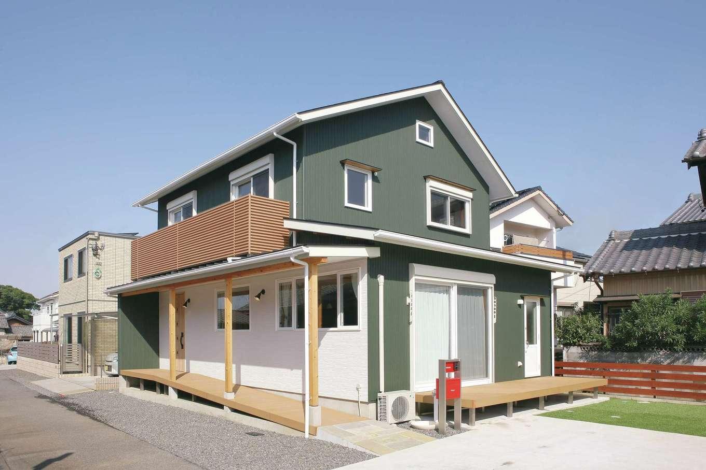 T-style ティースタイル【子育て、省エネ、間取り】耐震等級の最高ランク3は、地震に対する必要最低限の備えであると全棟標準化。過去の大地震で、耐震等級3を取得した建物は倒壊0という報告もある。地震から家族を守るために工法にもこだわり、施工は自社大工が行う。