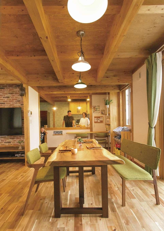 サイエンスホーム【デザイン住宅、自然素材、省エネ】空気がきれいな真壁の室内は、いつも家族の笑顔が絶えない