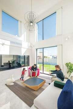 洗練された純白の空間美 冒険心と遊び心を添えた家