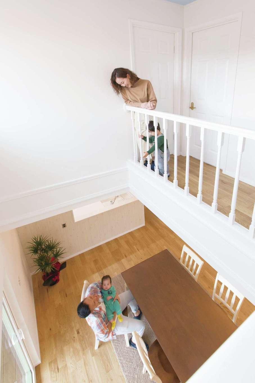 セルコホーム浜松(オバタケイ)【輸入住宅、趣味、インテリア】広い吹抜けを通じて1・2階が繋がり、家族と会話もできる