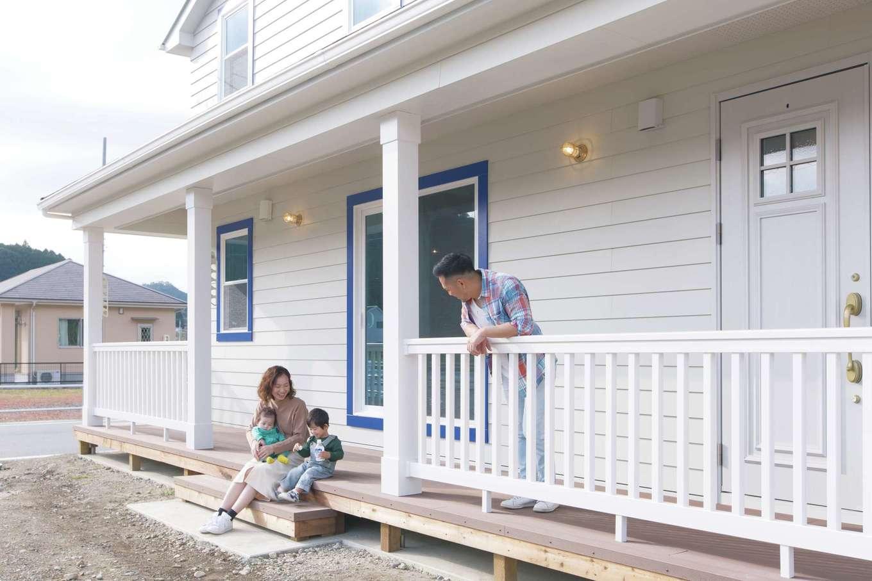 セルコホーム浜松(オバタケイ)【輸入住宅、趣味、インテリア】広いカバードポーチは軒が深く、子どもの遊び場や青空ランチ、バーベキューなどフレキシブルに活躍しそう
