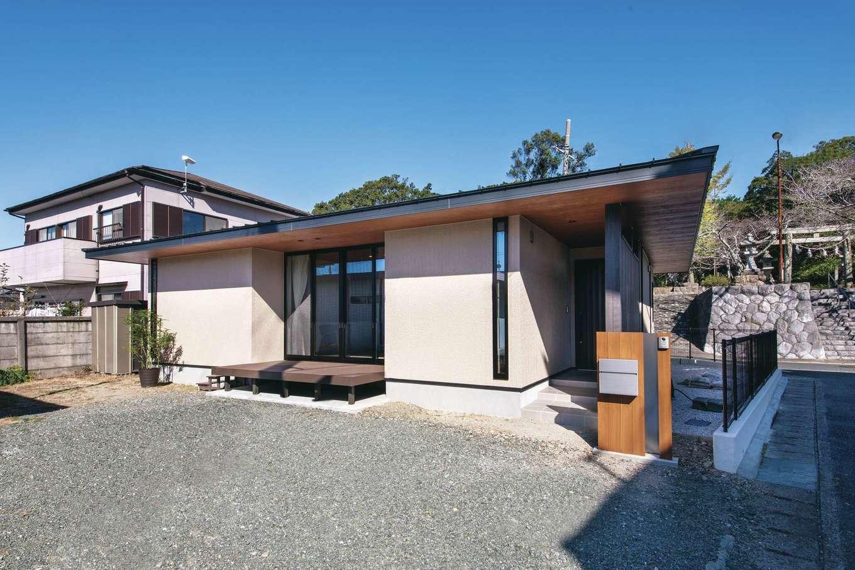 Um House(マル祐戸田建築)【夫婦で暮らす、間取り、平屋】門前町というロケーションを考慮して、派手すぎず、かといってありきたりではない、さりげなく個性を主張したシンプルでモダンな外観デザインが気に入っている