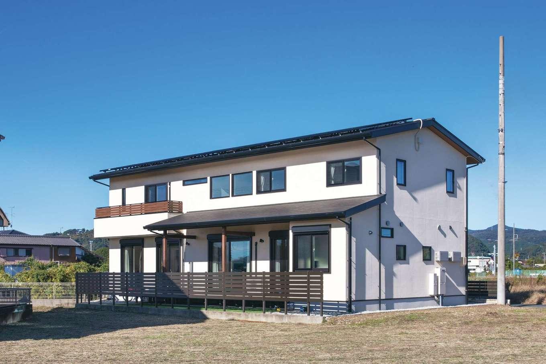 コットンハウス【子育て、二世帯住宅、省エネ】飽きのこない和モダンスタイルの外観。大容量の太陽光発電を搭載し、光熱費が楽になる