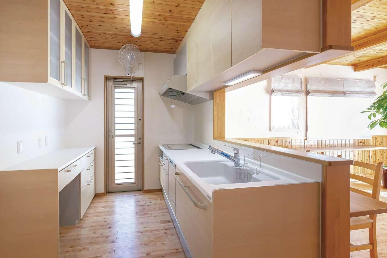 友和建設【自然素材、間取り、平屋】家族の様子を見ながら料理できるキッチン