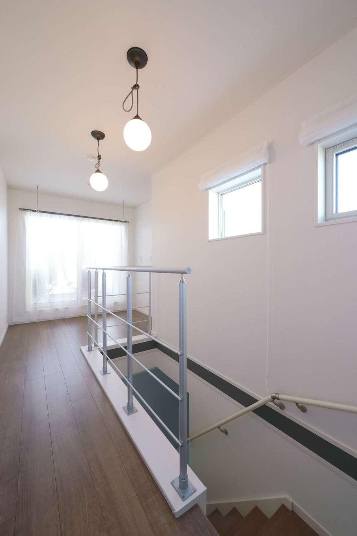 朝日住宅【デザイン住宅、高級住宅、インテリア】室内干しができるよう、2階ホール部分も広さを確保
