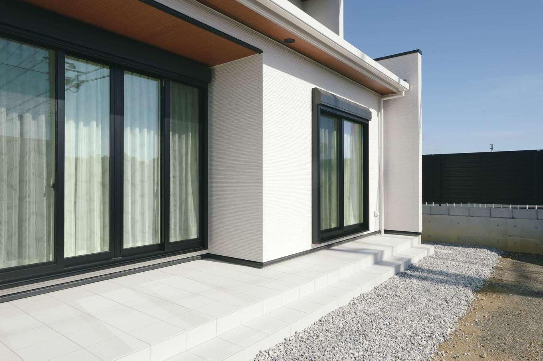 朝日住宅【デザイン住宅、高級住宅、インテリア】シンプルな色合いに、メリハリのあるデザインが映える