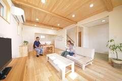 等身大の暮らしを楽しむ 自然素材のゼロエネ住宅