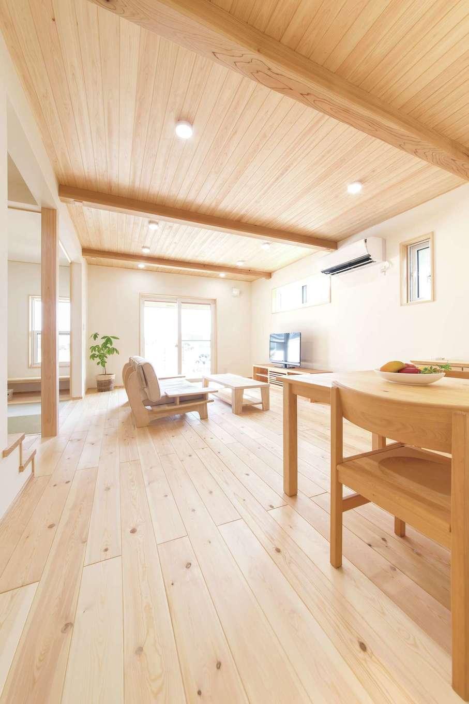 ワイズホーム【子育て、自然素材、間取り】床は熱に強い赤松の無垢材、窓はご主人こだわりの樹脂サッシを採用