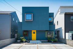 自分らしさを叶えた店舗併用住宅 幸せの黄色いドアの家