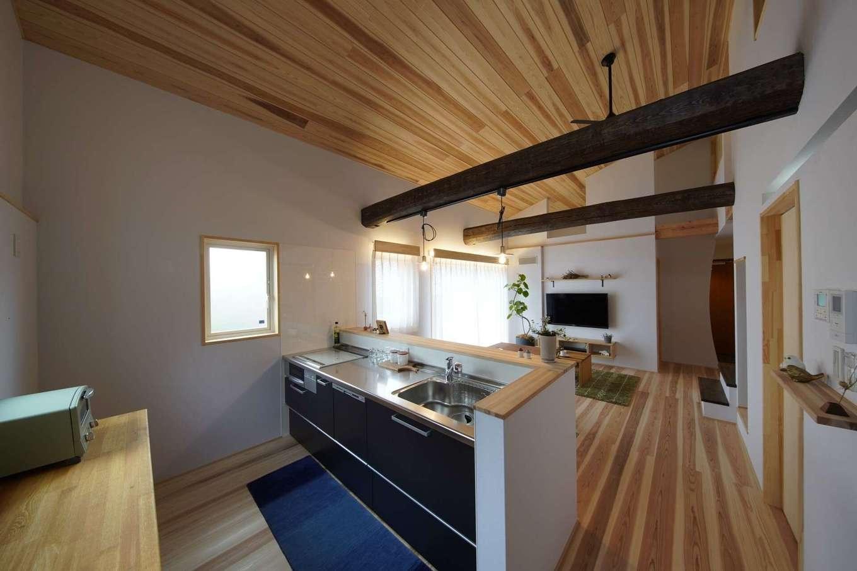 KANAZAWA STYLE/金澤建築【デザイン住宅、自然素材、平屋】地熱利用の24時間換気システムにより、レンジフードのないキッチンが実現した。料理の臭いがまったく残らないのが驚異的!