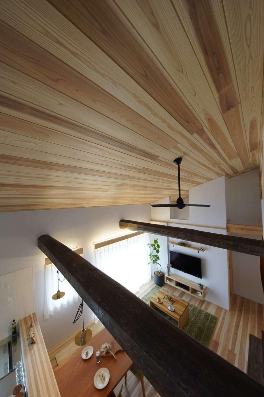 KANAZAWA STYLE/金澤建築【デザイン住宅、自然素材、平屋】食器棚や収納棚はすべて造作。現場で余った木を使うので、環境保護にもつながる。ゴミ箱を置きたい位置や調理家電の大きさなどをヒアリングしてからサイズを決めるため、既製品よりも使いやすいと好評