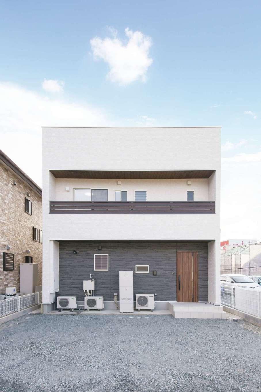エコハウジング【デザイン住宅、自然素材、省エネ】タテ・ヨコのラインが美しいキューブ型の外観が目印