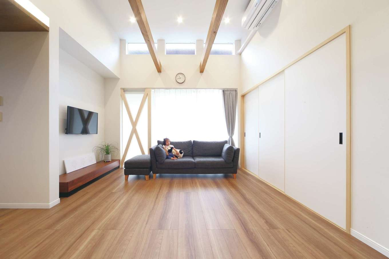 ソーラーホーム/OMソーラーの家【デザイン住宅、省エネ、間取り】筋交いをあえて見せることで目線が抜け、圧迫感を解消