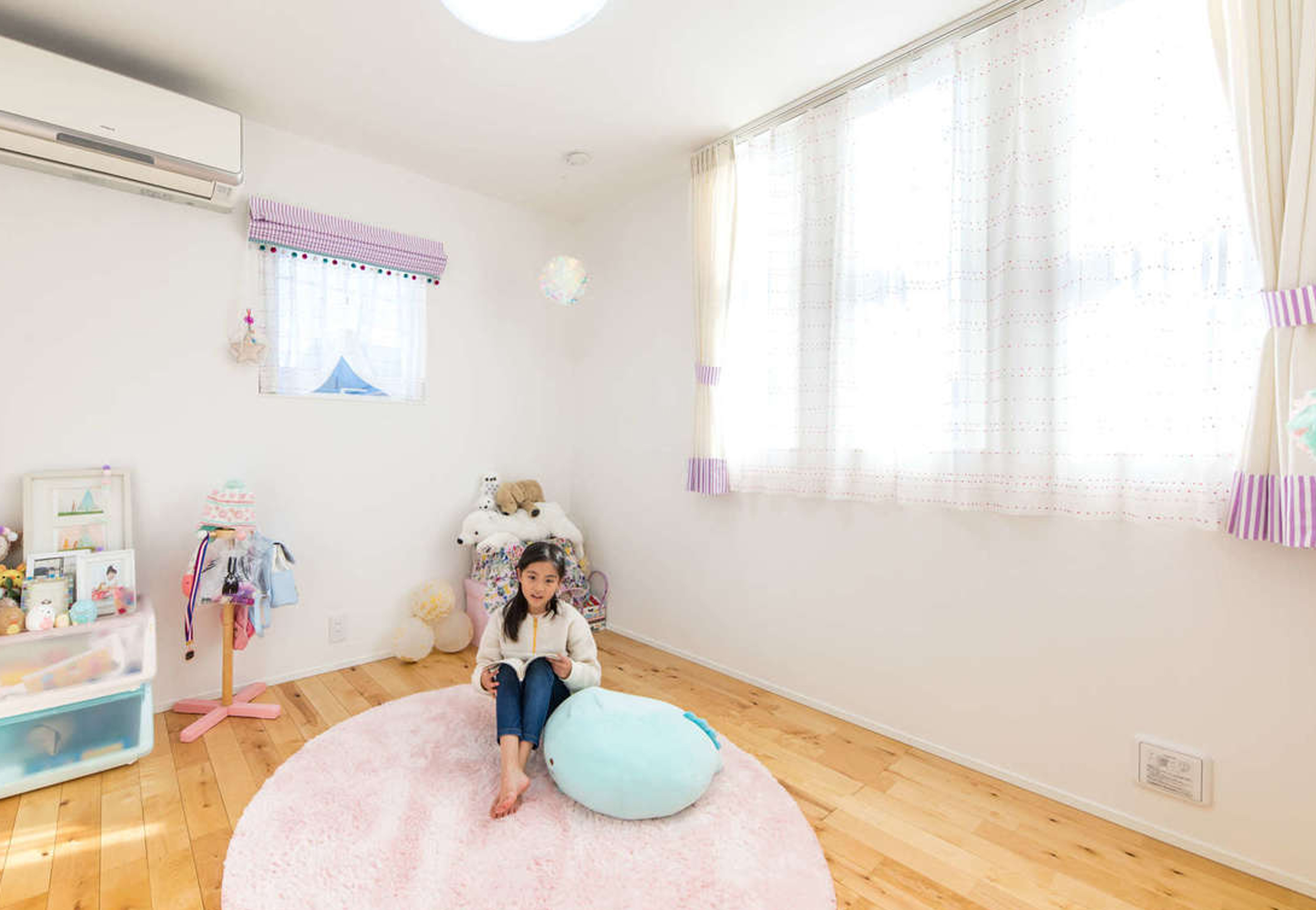 娘さんが他の人を入れないというほどお気に入りの子ども部屋。カーテンは『ダイバホーム』提携のショップが生地を組み合わせて作ってくれた