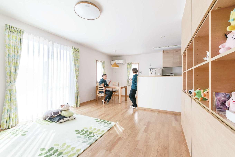 宮下工務店【収納力、趣味、省エネ】ソファを置かずに広々としたスペースを確保したリビング