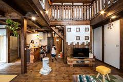 猫との暮らしを楽しむ古民家カフェ風の無垢の家